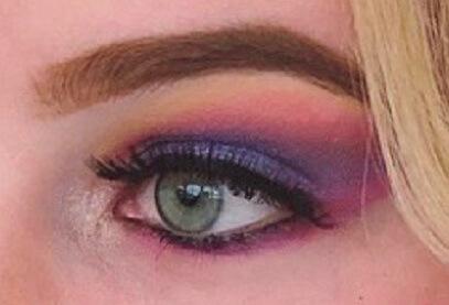 Buntes Augen Make-up vom Make-up-Artist