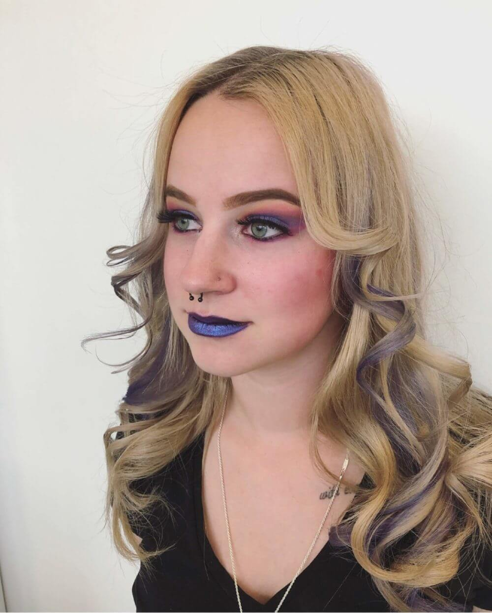 Farbenfrohes Make-up vom Make-up-Artist