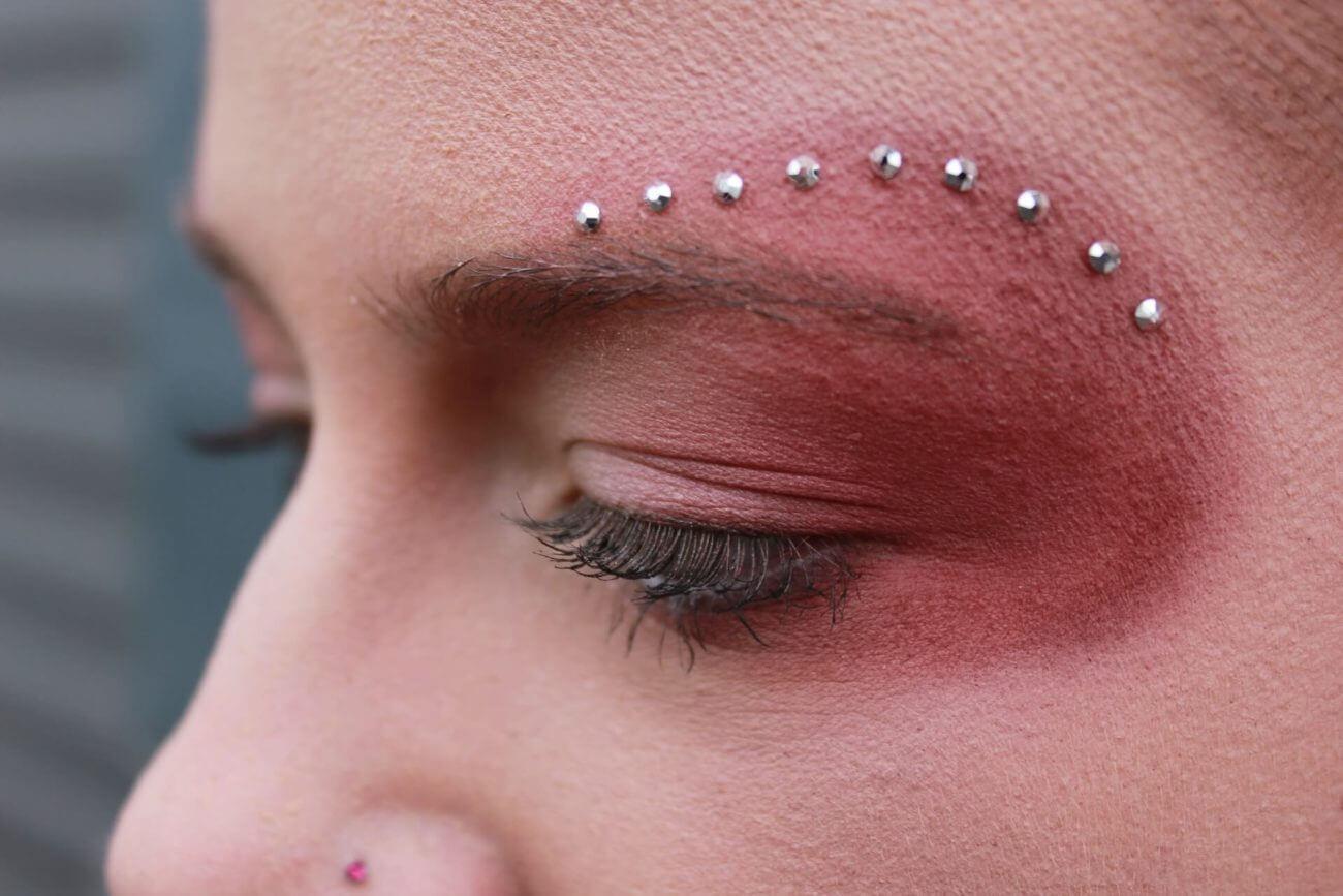 Kreatives Augen-Make-up vom Make-up-Artist